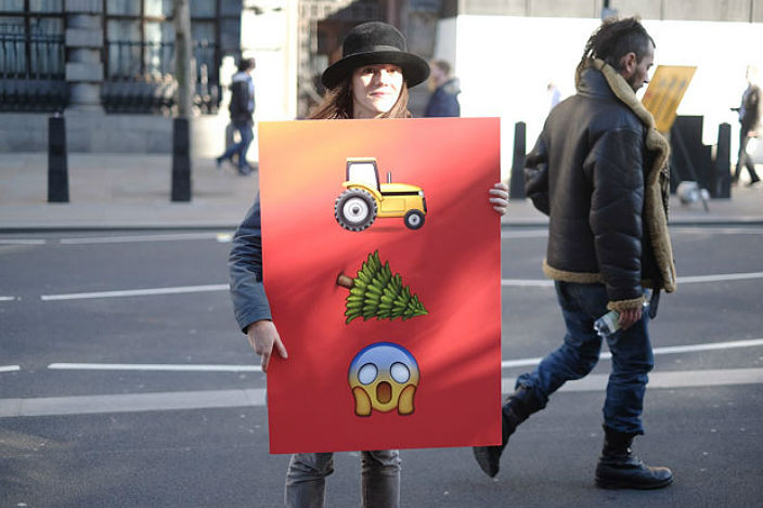emojiprotest2