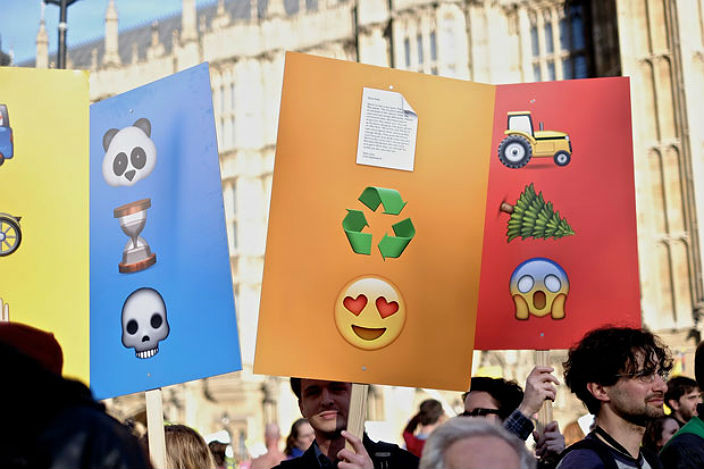 emojiprotest3