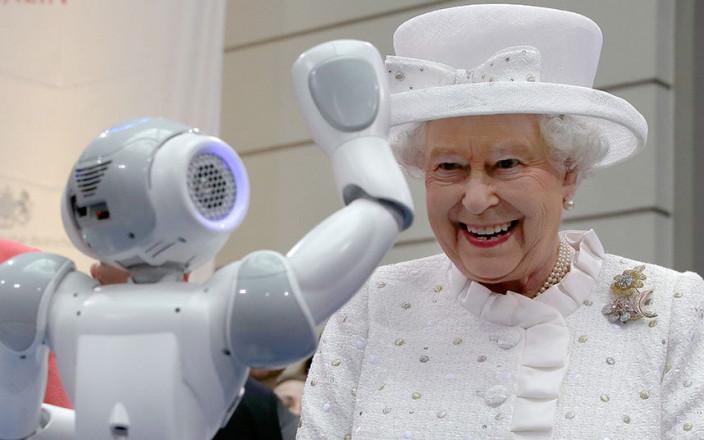 Королева Елизавета II встретилась с немецким роботом
