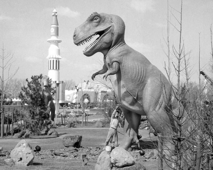 Космический корабль-робот в форме динозавра