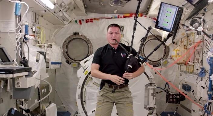 Волынка в космосе